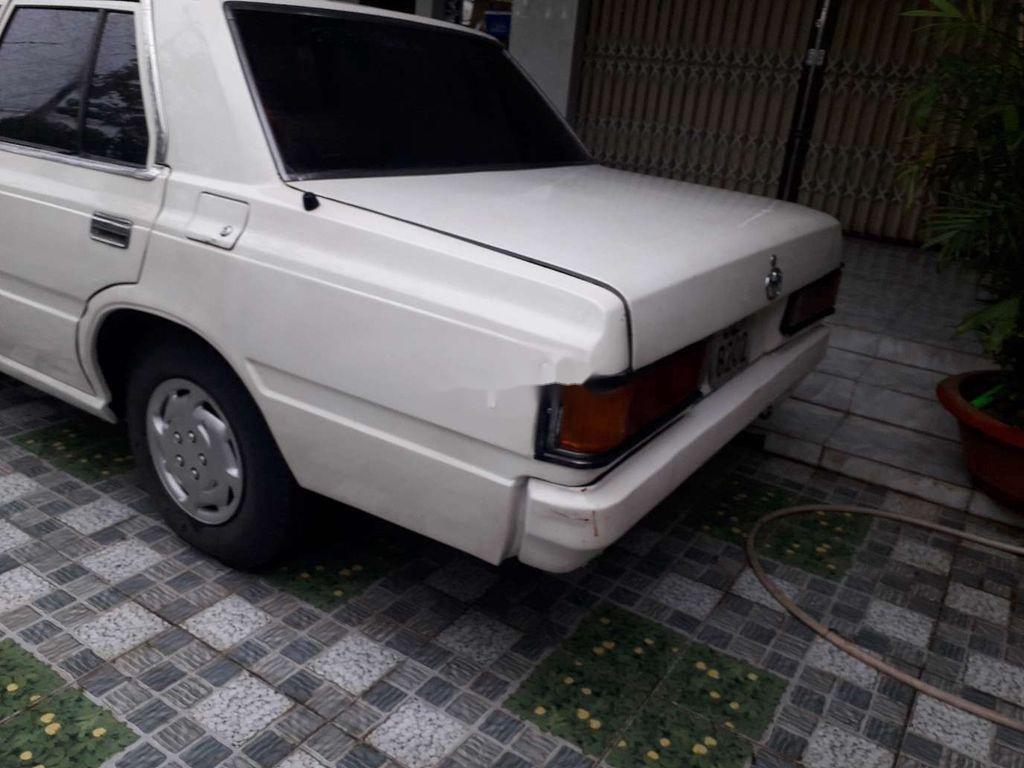 Bán Toyota Crown đời 1983, màu trắng, nhập khẩu nguyên chiếc (3)