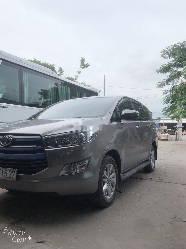 Cần bán xe Toyota Innova năm 2018 còn mới (1)
