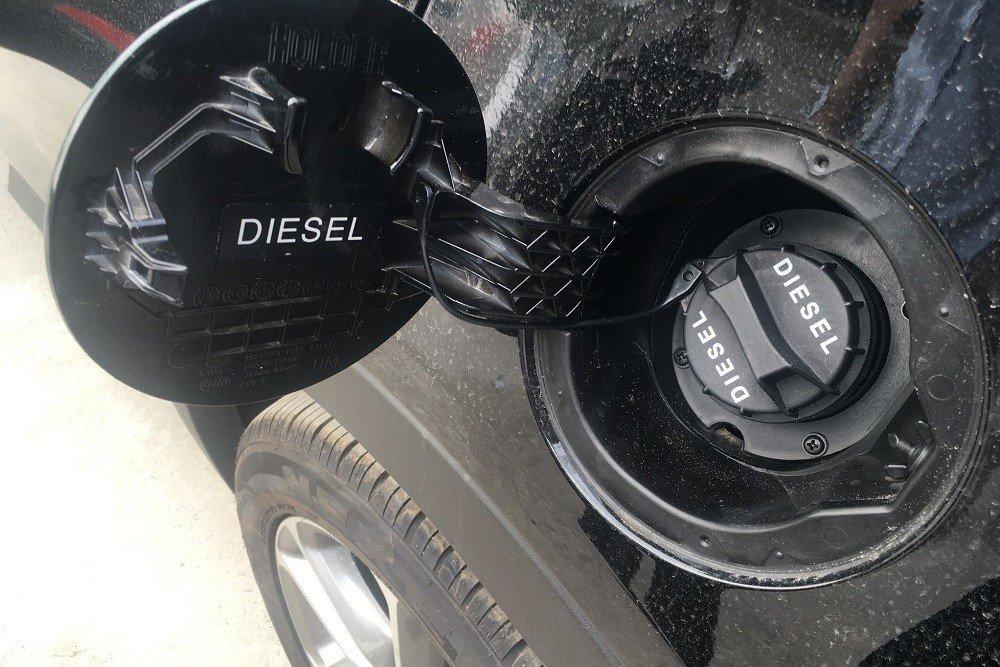 Nắp bình nhiên liệu ô tô.