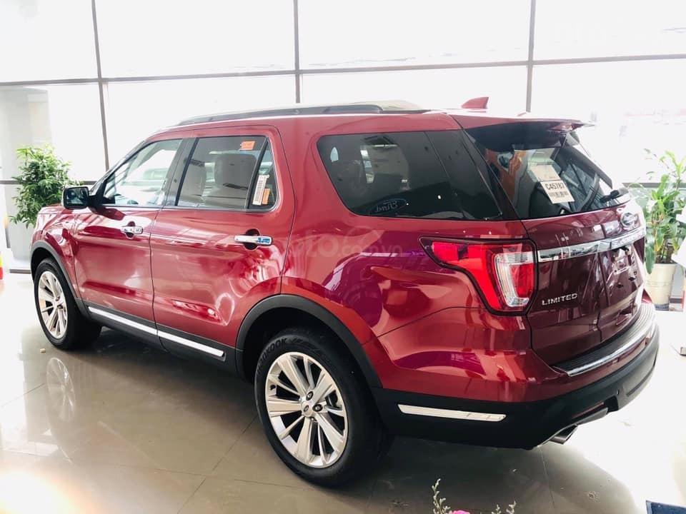 Ford Explorer giảm giá hơn 350tr (2)