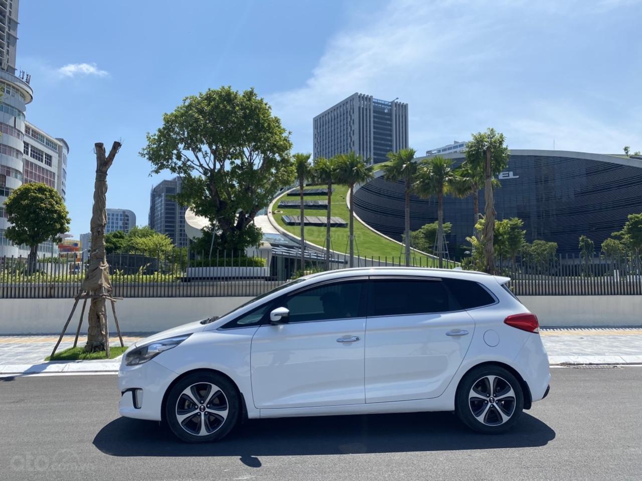 Cần bán xe  Kia Rondo SX 2016, màu trắng, nội thất đen, máy dầu (4)