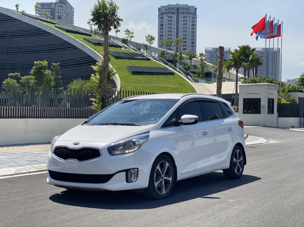 Cần bán xe  Kia Rondo SX 2016, màu trắng, nội thất đen, máy dầu (2)