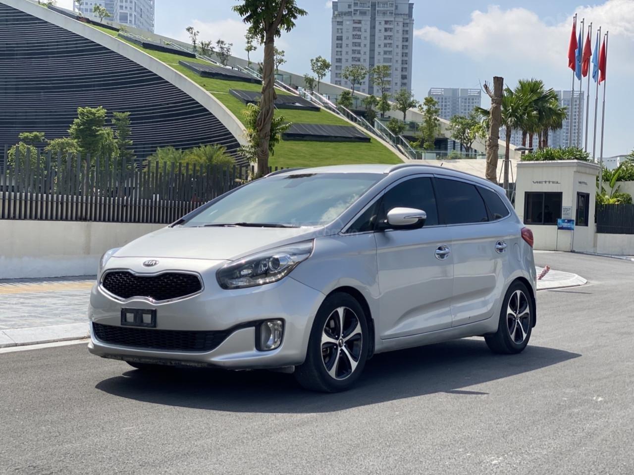 Cần bán xe Kia Rondo SX 2016, màu bạc, nội thất đen, máy dầu (1)