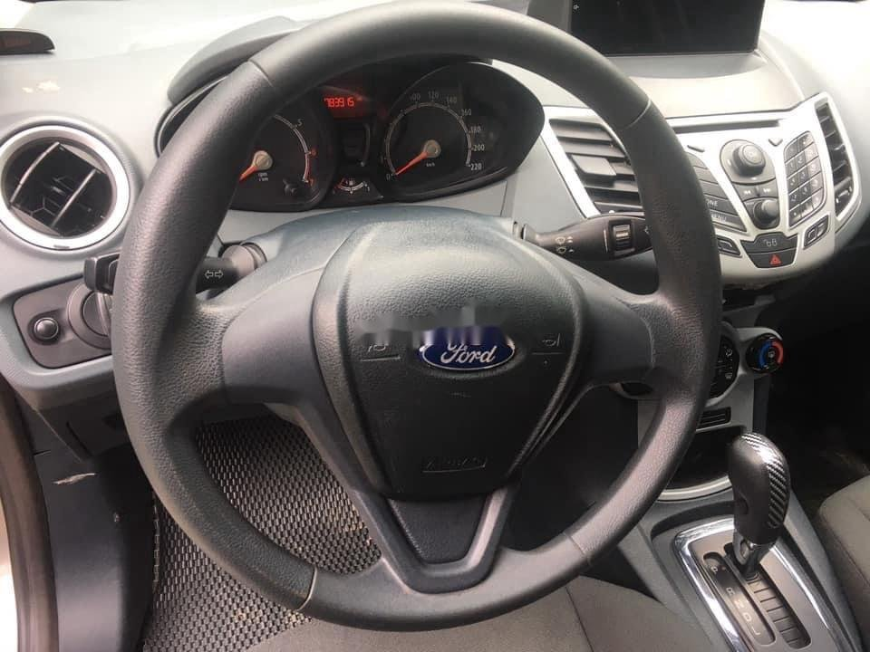 Cần bán gấp Ford Fiesta sản xuất năm 2011, màu xám, số tự động (9)