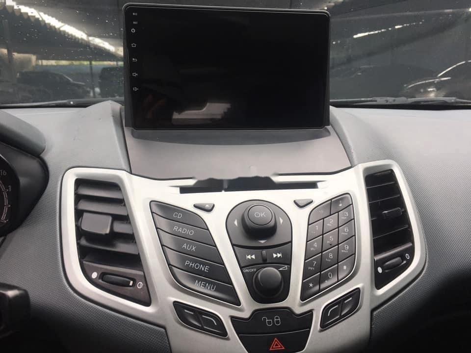 Cần bán gấp Ford Fiesta sản xuất năm 2011, màu xám, số tự động (10)