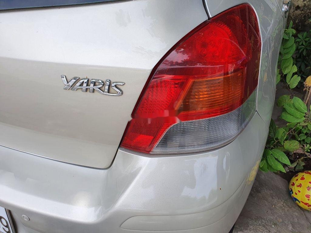 Xe Toyota Yaris sản xuất năm 2010, xe nhập, còn mới, hoạt động tốt (2)