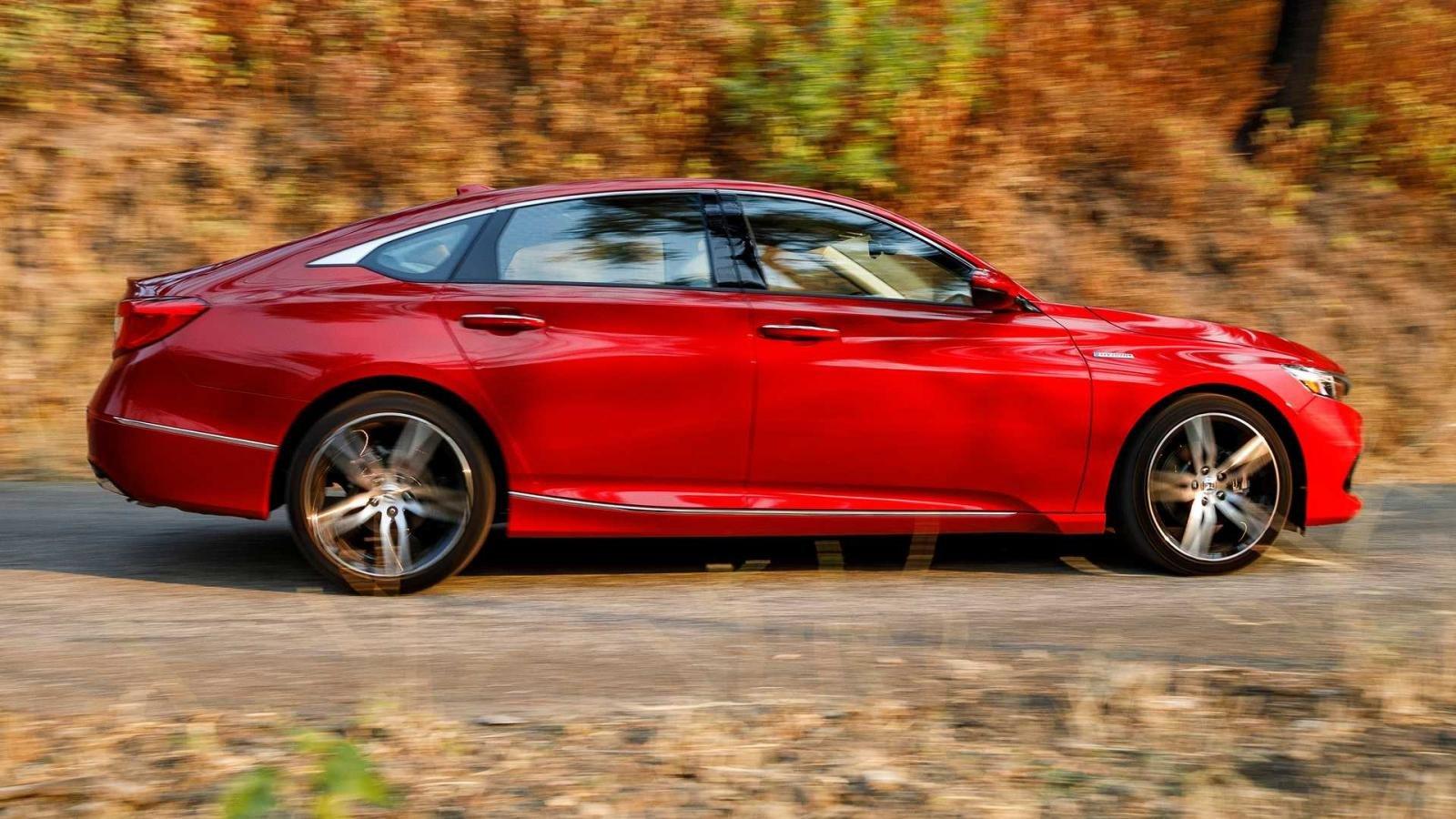 Honda Accord 2021 bắt mắt hơn.
