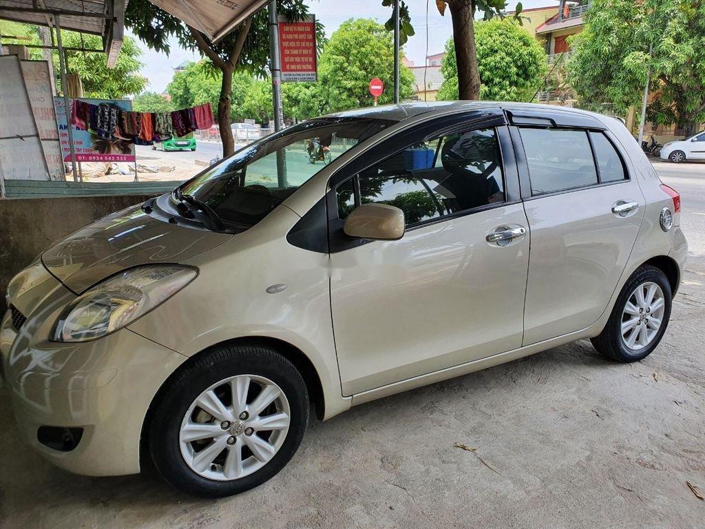 Xe Toyota Yaris sản xuất năm 2010, xe nhập, còn mới, hoạt động tốt (1)