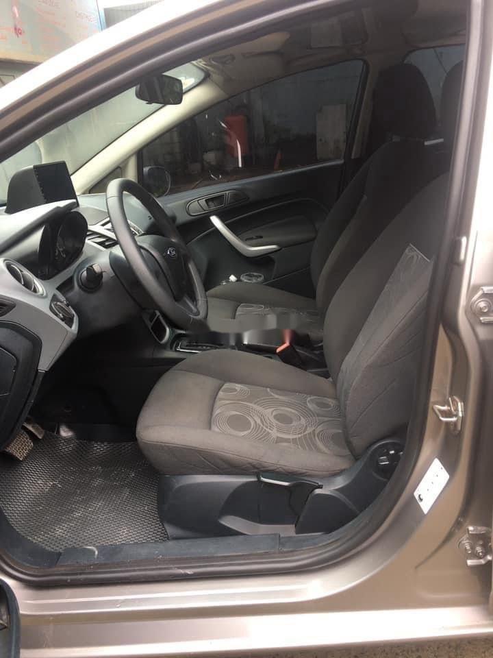 Cần bán gấp Ford Fiesta sản xuất năm 2011, màu xám, số tự động (8)