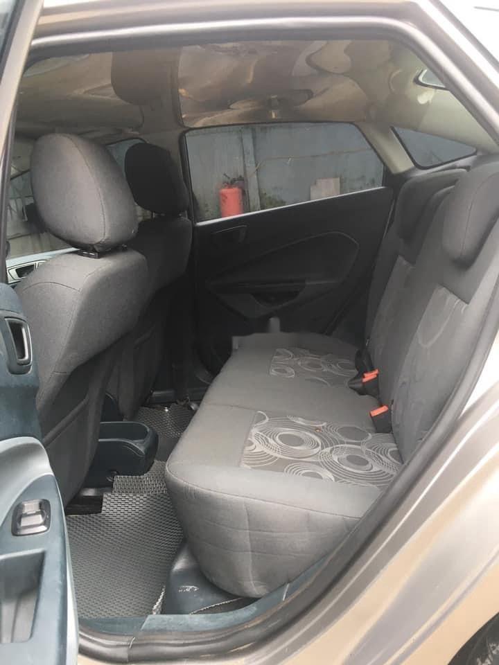 Cần bán gấp Ford Fiesta sản xuất năm 2011, màu xám, số tự động (6)