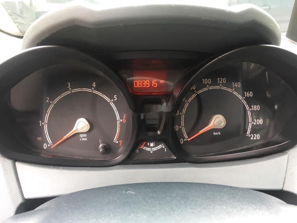 Cần bán gấp Ford Fiesta sản xuất năm 2011, màu xám, số tự động (12)