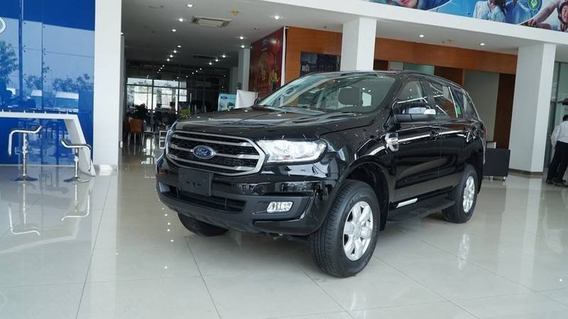 Cần bán Ford Everest Ambient MT, màu đen giao ngay, giảm giá 110 triệu năm 2019 (6)