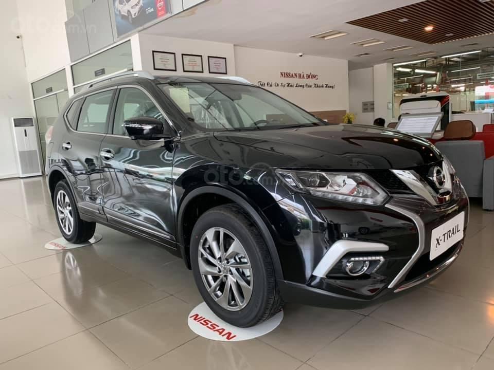 Cần bán nhanh với giá thấp chiếc xe Nissan X-Trail 2.0 màu đen, sản xuất năm 2020, giao nhanh (1)