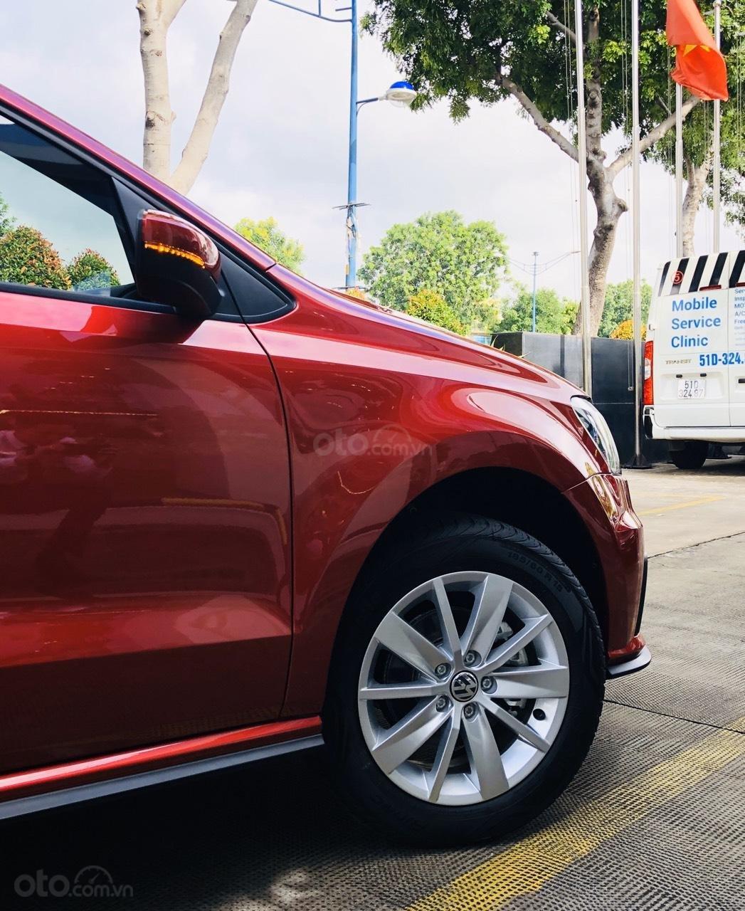 VW Polo Hatchback 2020 màu đỏ Sunset mới lạ đẹp mắt và đầy ấn tượng, ưu đãi bất ngờ. LH ngay 0903.310.412 (3)