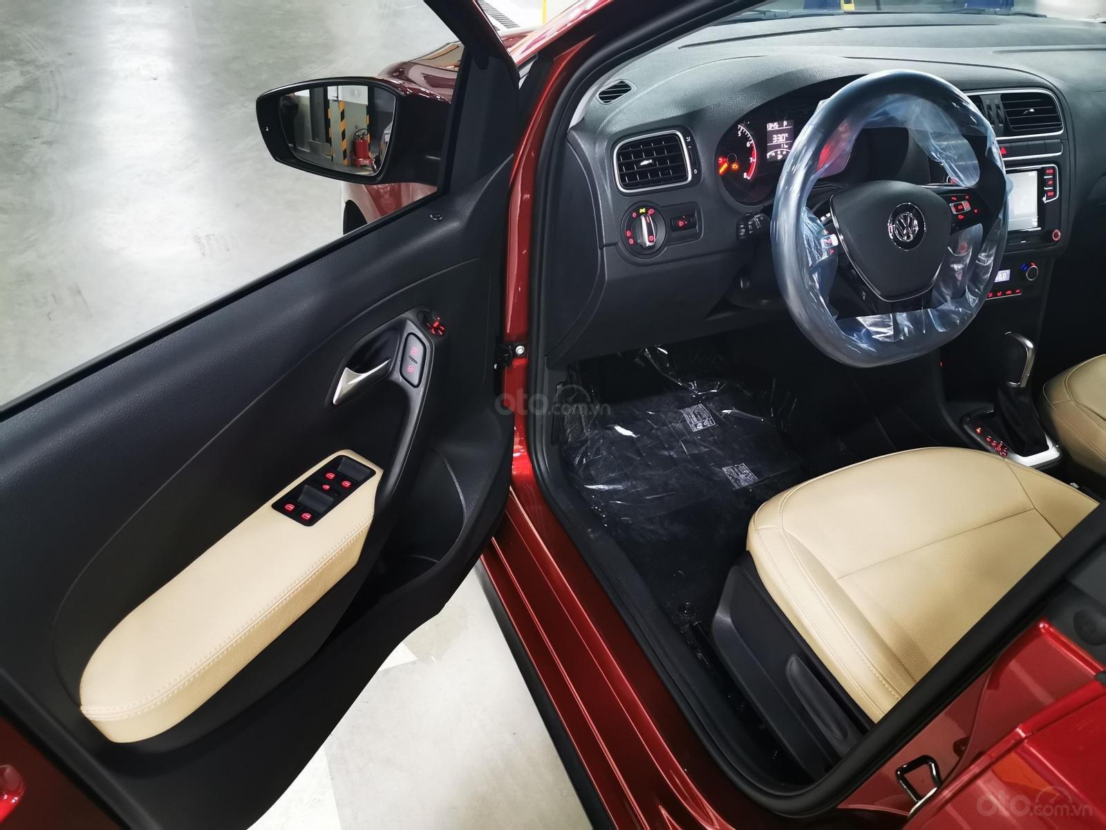 VW Polo Hatchback 2020 màu đỏ Sunset mới lạ đẹp mắt và đầy ấn tượng, ưu đãi bất ngờ. LH ngay 0903.310.412 (10)