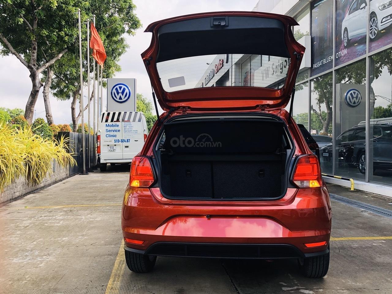 VW Polo Hatchback 2020 màu đỏ Sunset mới lạ đẹp mắt và đầy ấn tượng, ưu đãi bất ngờ. LH ngay 0903.310.412 (7)