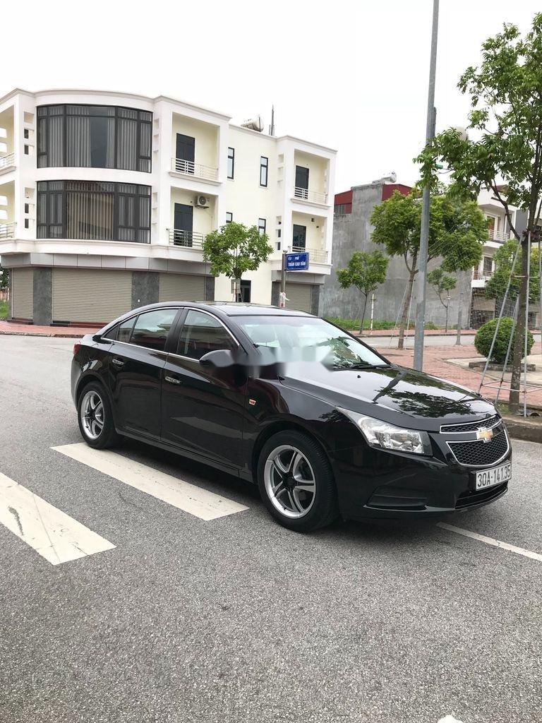 Cần bán gấp Chevrolet Cruze sản xuất 2010, màu đen, số sàn (1)