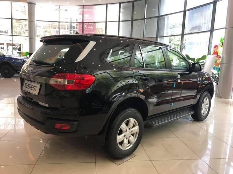Cần bán Ford Everest Ambient MT, màu đen giao ngay, giảm giá 110 triệu năm 2019 (4)