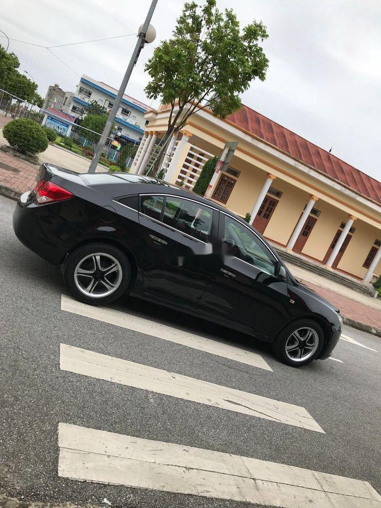Cần bán gấp Chevrolet Cruze sản xuất 2010, màu đen, số sàn (3)