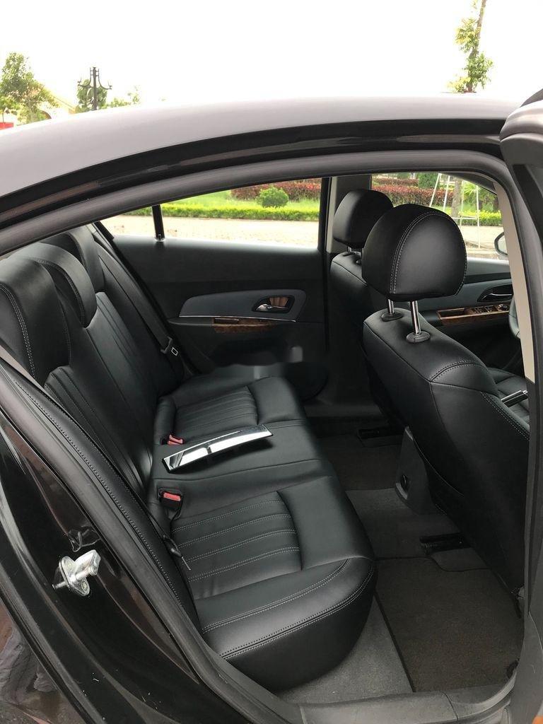 Cần bán gấp Chevrolet Cruze sản xuất 2010, màu đen, số sàn (12)