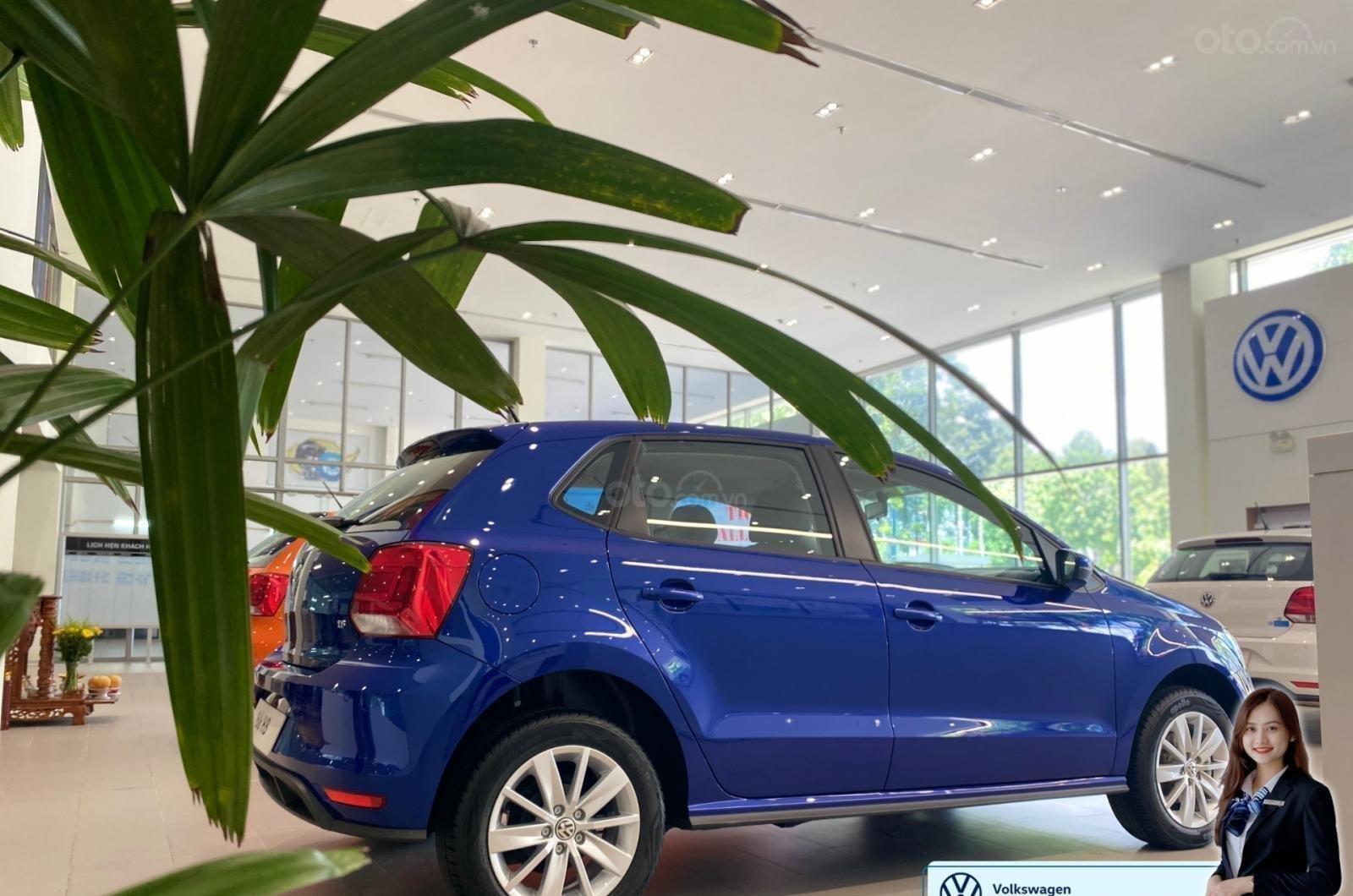Polo hatchback màu xanh giá tốt - giảm tiền mặt + quà tặng ưu đãi lớn nhất năm (9)