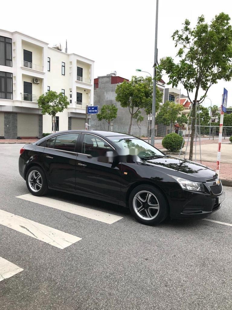 Cần bán gấp Chevrolet Cruze sản xuất 2010, màu đen, số sàn (2)