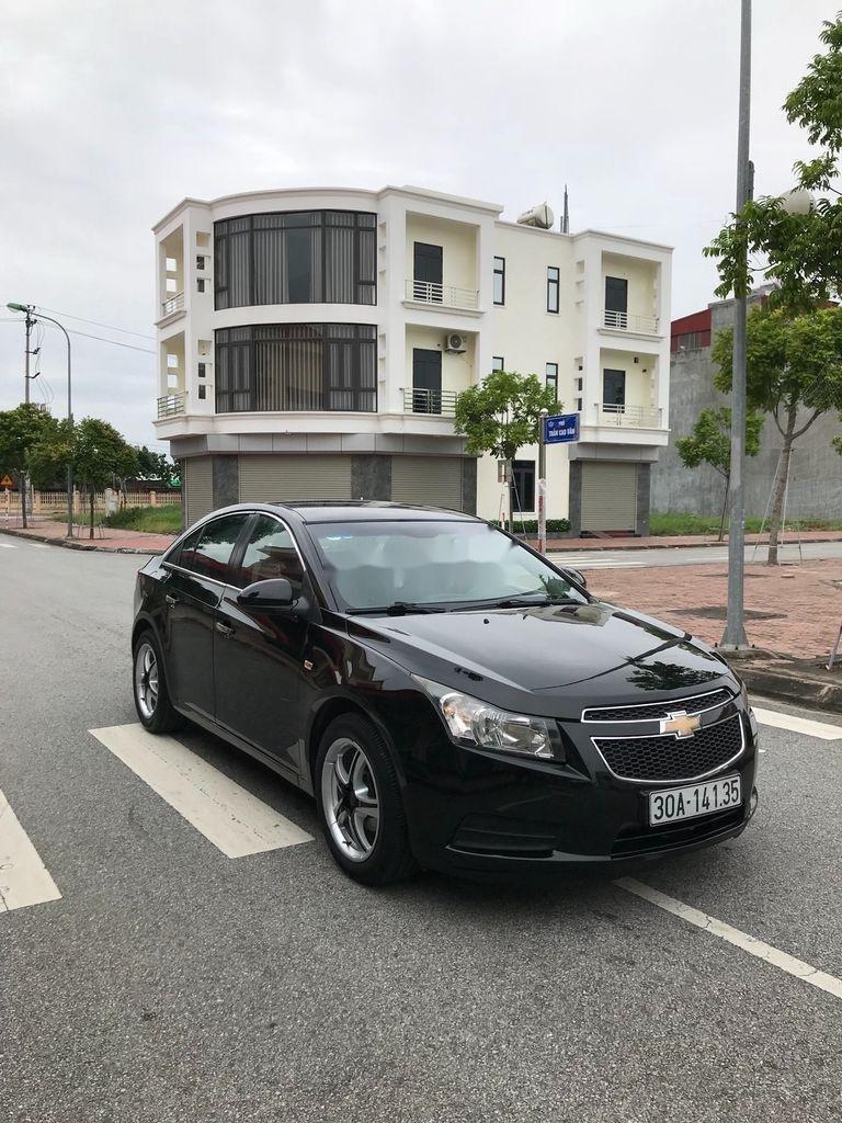 Cần bán gấp Chevrolet Cruze sản xuất 2010, màu đen, số sàn (5)