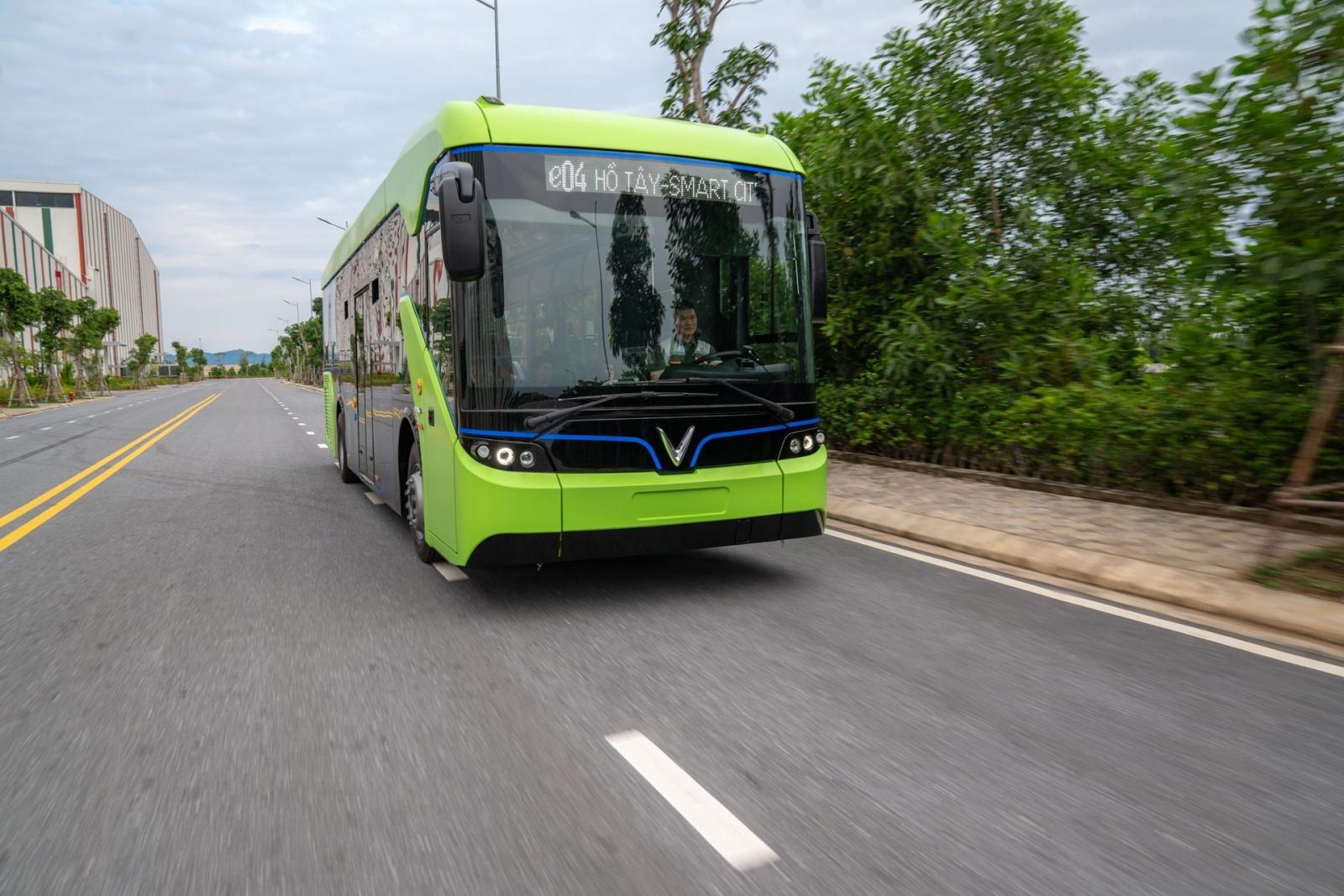 Xe buýt điện VinBus sở hữu nhiều công nghệ hiện đại cho người lái và hành khách 1