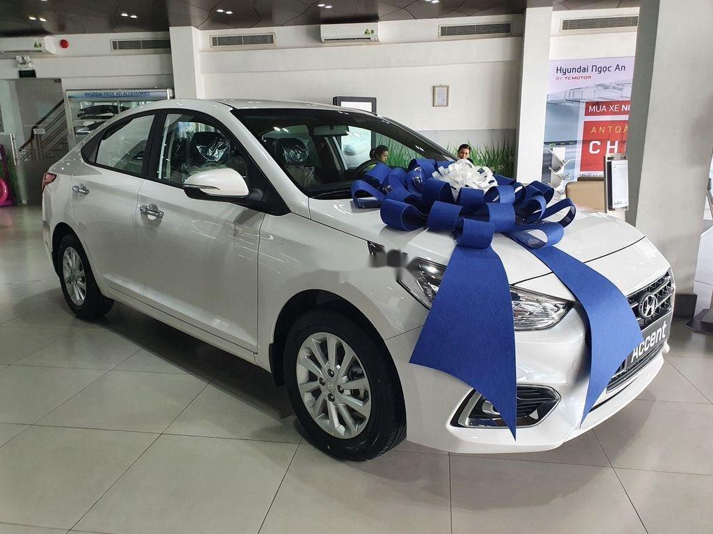 Bán xe Hyundai Accent 2020, màu trắng, giá chỉ từ 420 triệu (2)