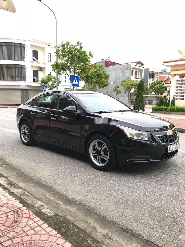 Cần bán gấp Chevrolet Cruze sản xuất 2010, màu đen, số sàn (8)