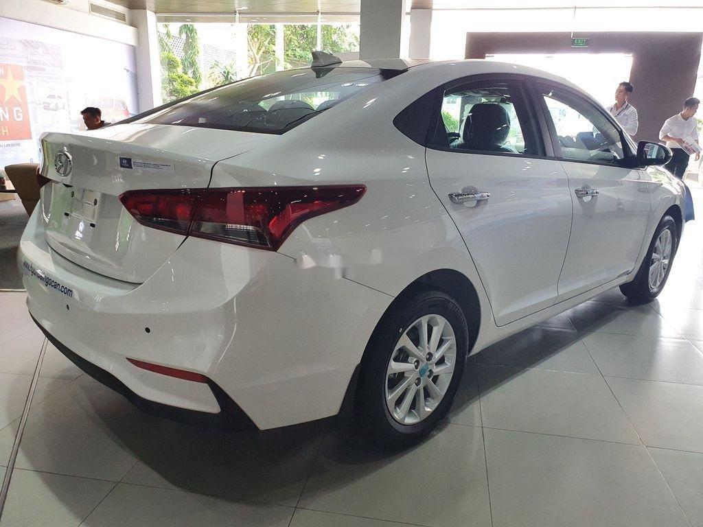 Bán xe Hyundai Accent 2020, màu trắng, giá chỉ từ 420 triệu (3)