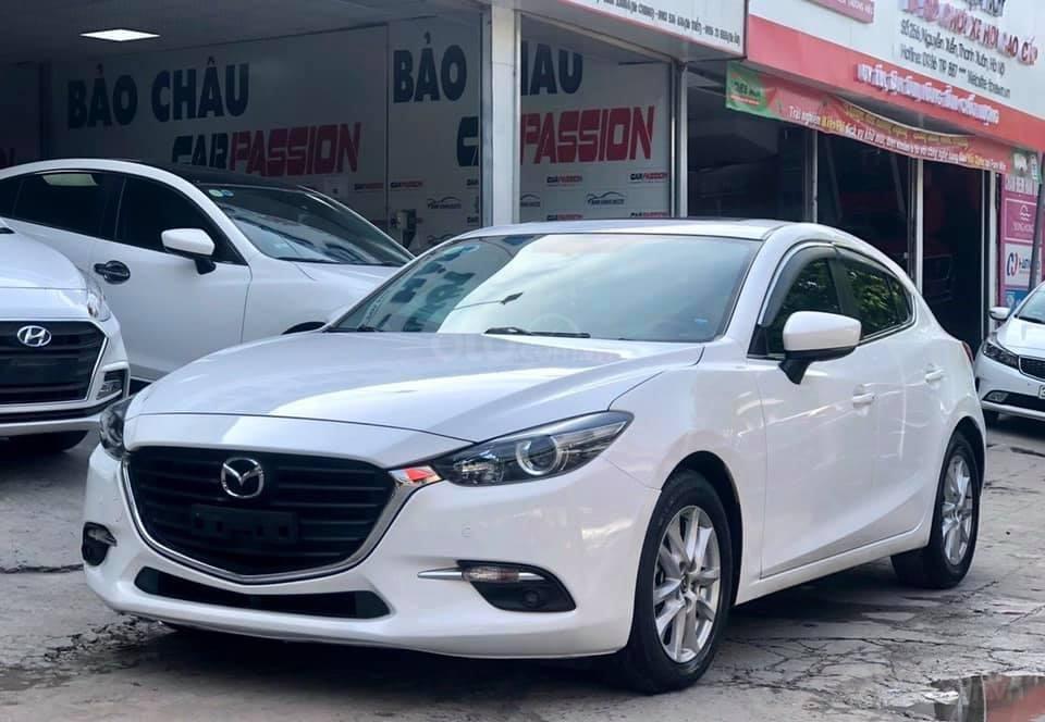 Cần bán xe Mazda 3 năm 2017, màu trắng (1)