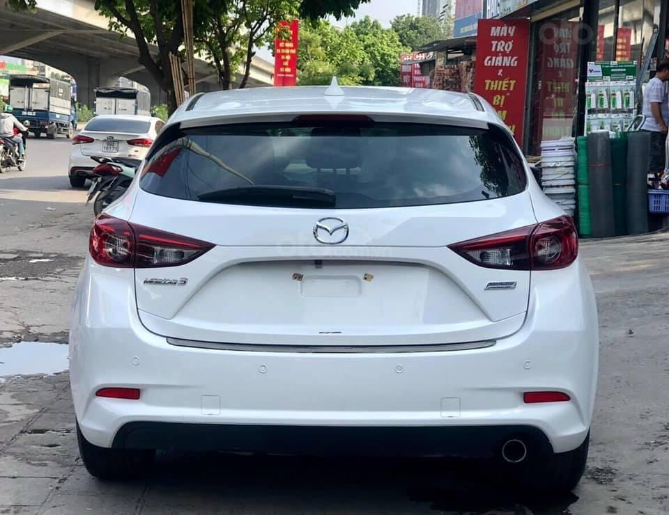Cần bán xe Mazda 3 năm 2017, màu trắng (2)
