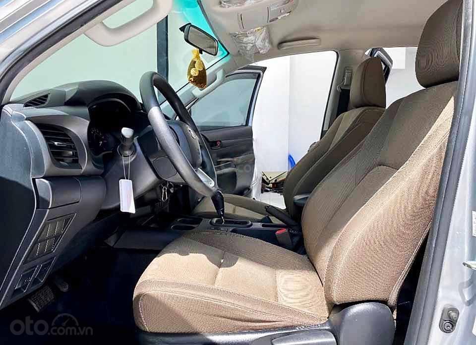 Bán Toyota Hilux đời 2019, màu bạc, nhập khẩu nguyên chiếc còn mới giá cạnh tranh (4)