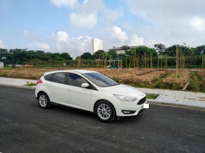 Bán xe Ford Focus 2017, màu trắng số tự động (2)