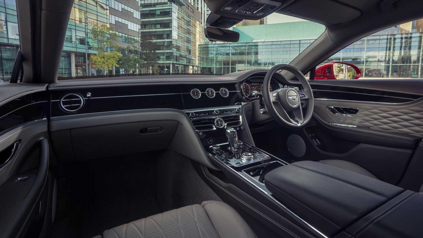 Bentley Flying Spur tích hợp loạt công nghệ cập nhật mới.