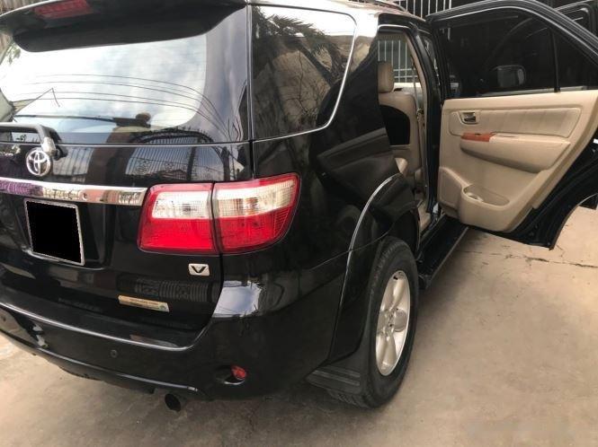 Bán xe Toyota Fortuner sản xuất năm 2010, màu đen còn mới (3)