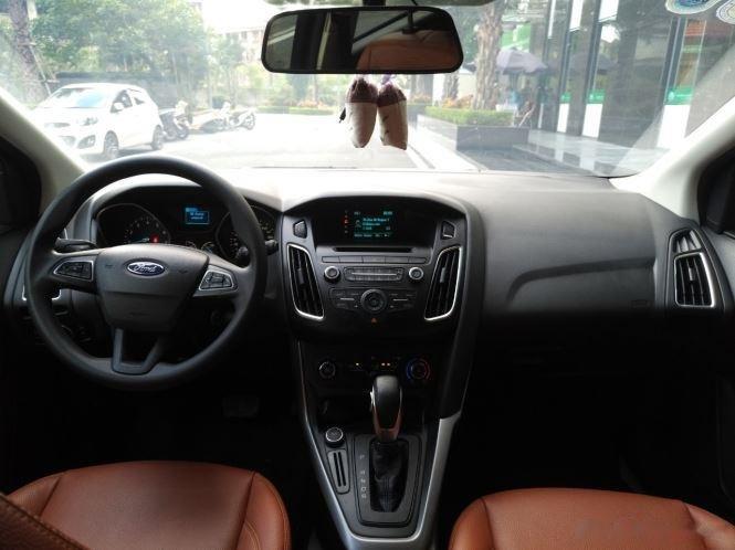 Bán xe Ford Focus 2017, màu trắng số tự động (7)