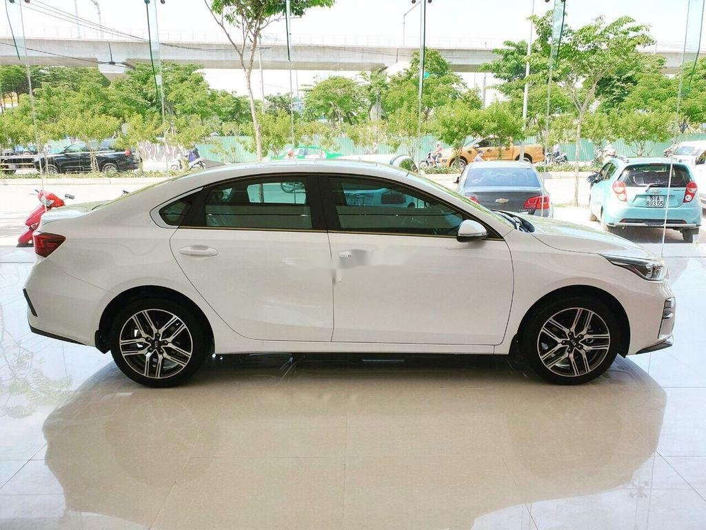 Cần bán xe Kia Cerato năm 2020, màu trắng, giá 529tr (3)