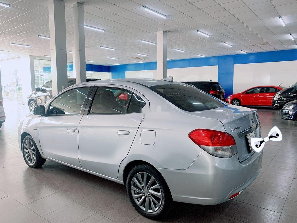 Cần bán Mitsubishi Attrage năm sản xuất 2016, màu bạc, nhập khẩu (3)