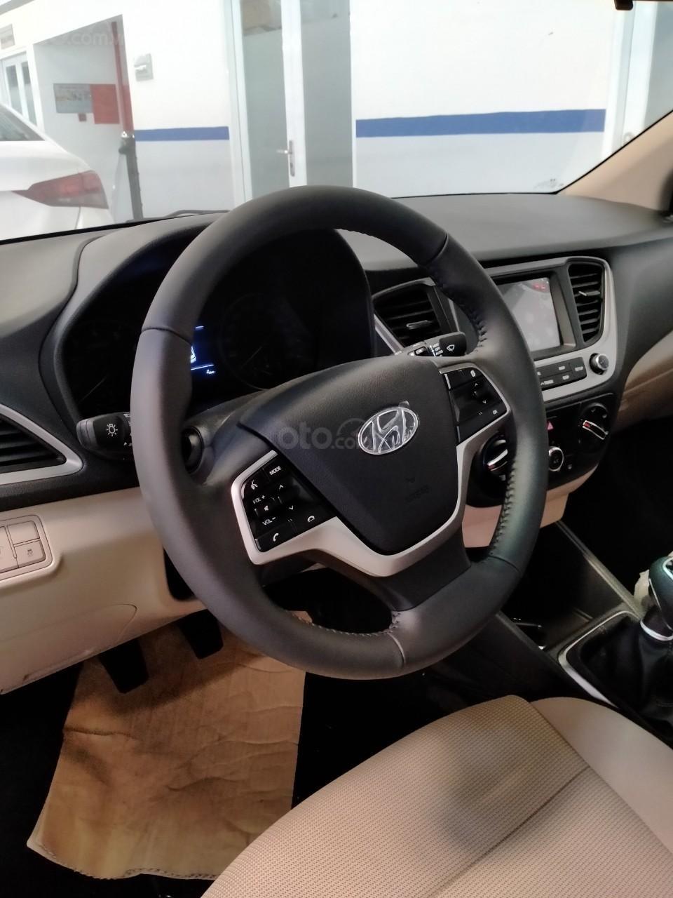 Hyundai Accent giá KM tháng 10 (5)
