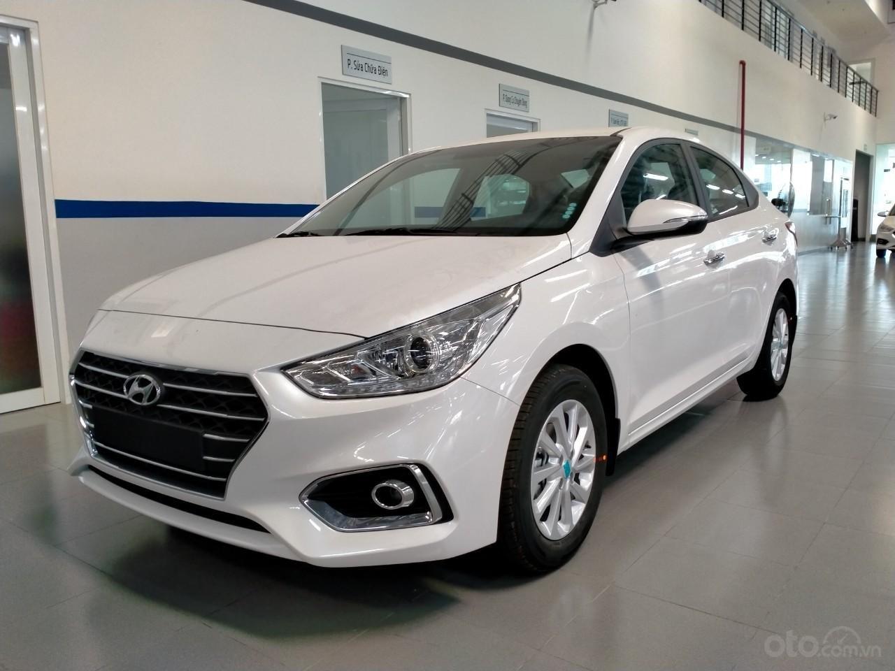 Hyundai Accent giá KM tháng 10 (1)