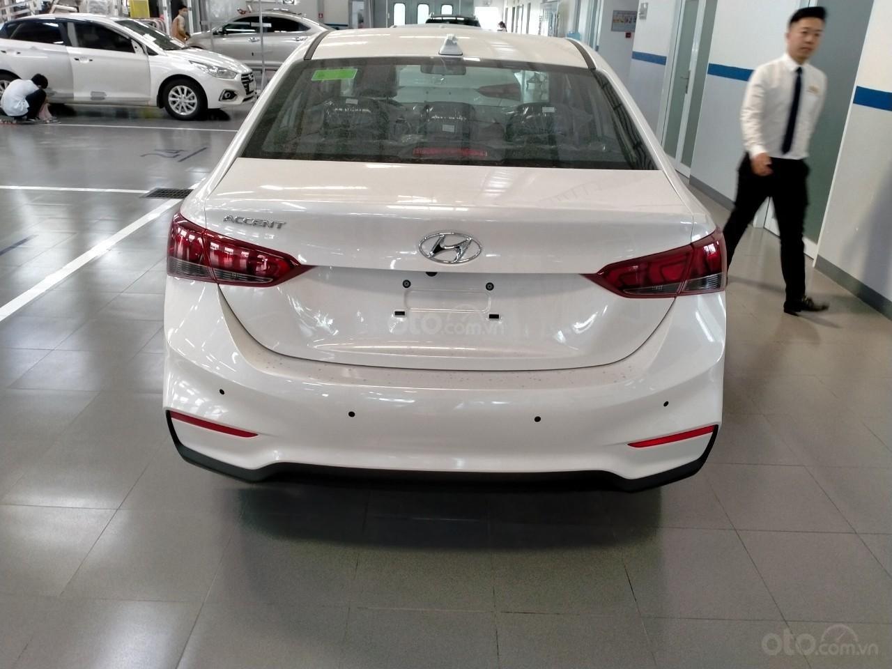 Hyundai Accent giá KM tháng 10 (3)
