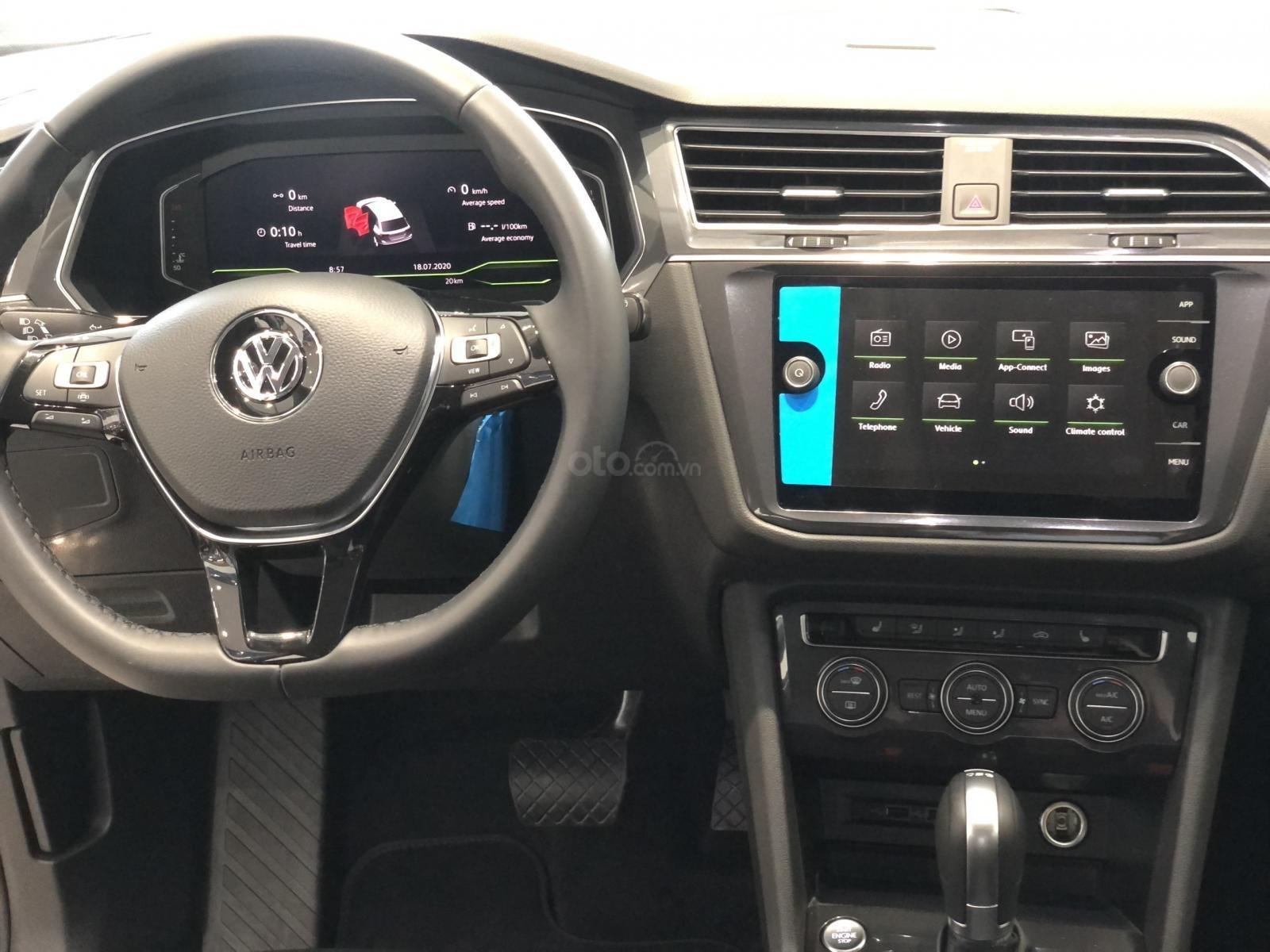 Tiguan Luxury S, 7 chỗ, ưu đãi trước bạ + tặng gói phụ kiện 40triệu - Giao xe ngay tận nhà, LH Ms Uyên để có giá tốt (4)