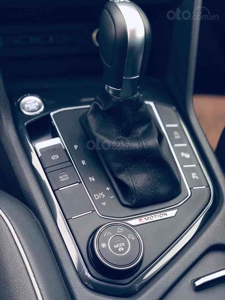 Tiguan Luxury S, 7 chỗ, ưu đãi trước bạ + tặng gói phụ kiện 40triệu - Giao xe ngay tận nhà, LH Ms Uyên để có giá tốt (10)
