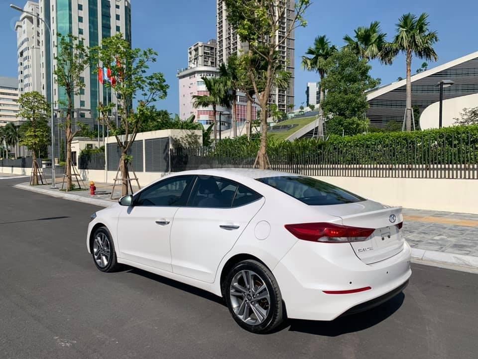 Cần bán xe Hyundai Elantra 2.0AT 2016, màu trắng (2)