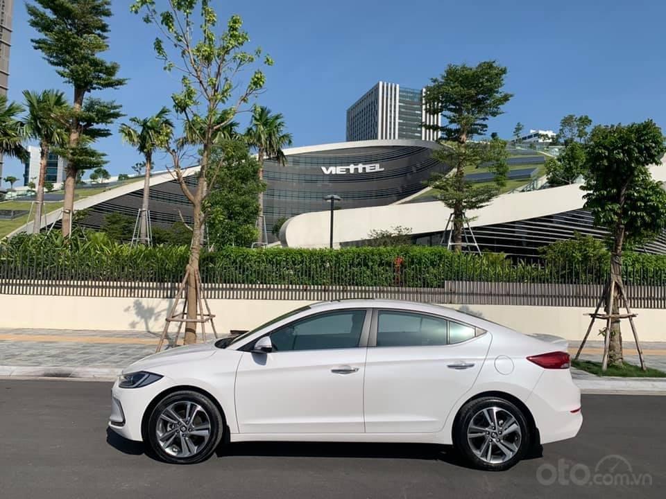 Cần bán xe Hyundai Elantra 2.0AT 2016, màu trắng (1)