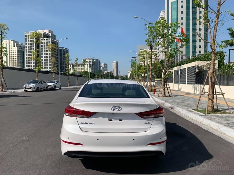 Cần bán xe Hyundai Elantra 2.0AT 2016, màu trắng (3)