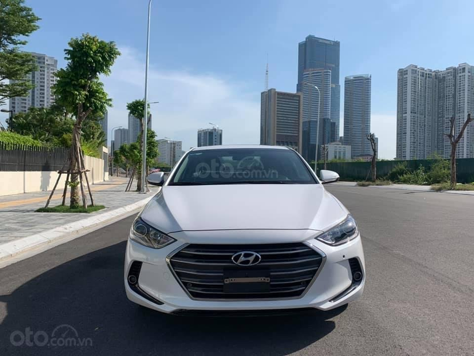 Cần bán xe Hyundai Elantra 2.0AT 2016, màu trắng (4)