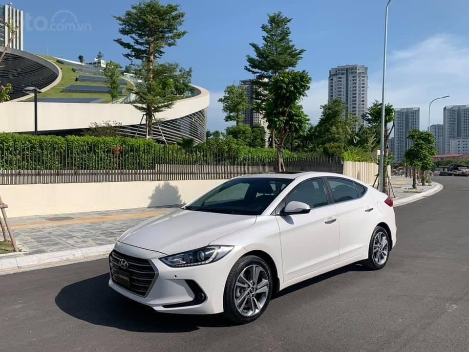Cần bán xe Hyundai Elantra 2.0AT 2016, màu trắng (6)
